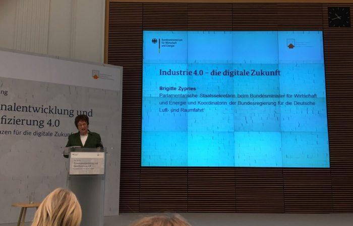 """""""Industrie 4.0: Ein durchdachtes (Aus-)Bildungskonzept beginnt in der Grundschule"""" @brigittezypries @BMWi_Bund #industrie40 #ausbildung #IoT"""